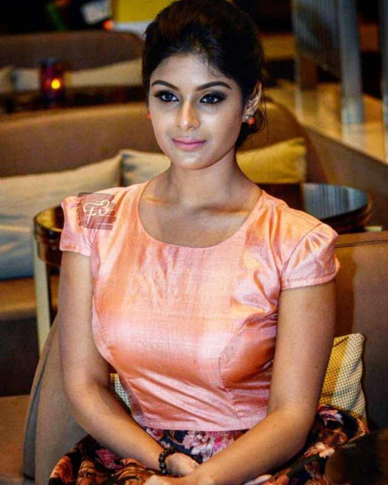30+ Gorgeous Photos of Samyuktha Menon 104