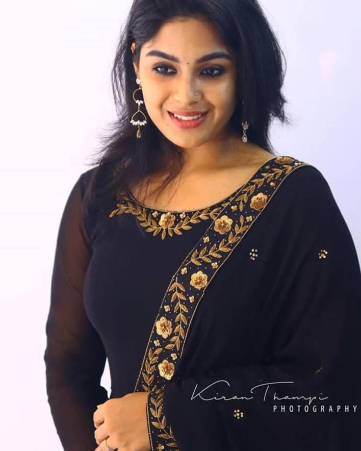Samyuktha Menon Wiki, Age, Boyfriend, Movies, Family, Biography & Gorgeous Photos 5