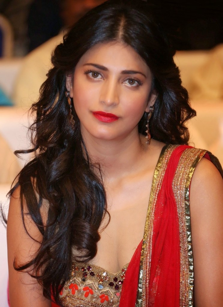 56+ Lovely Photos of Shruti Hassan 33