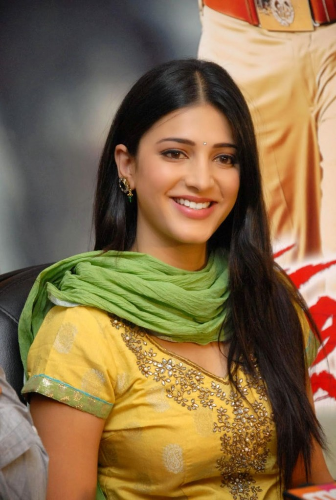 56+ Lovely Photos of Shruti Hassan 47