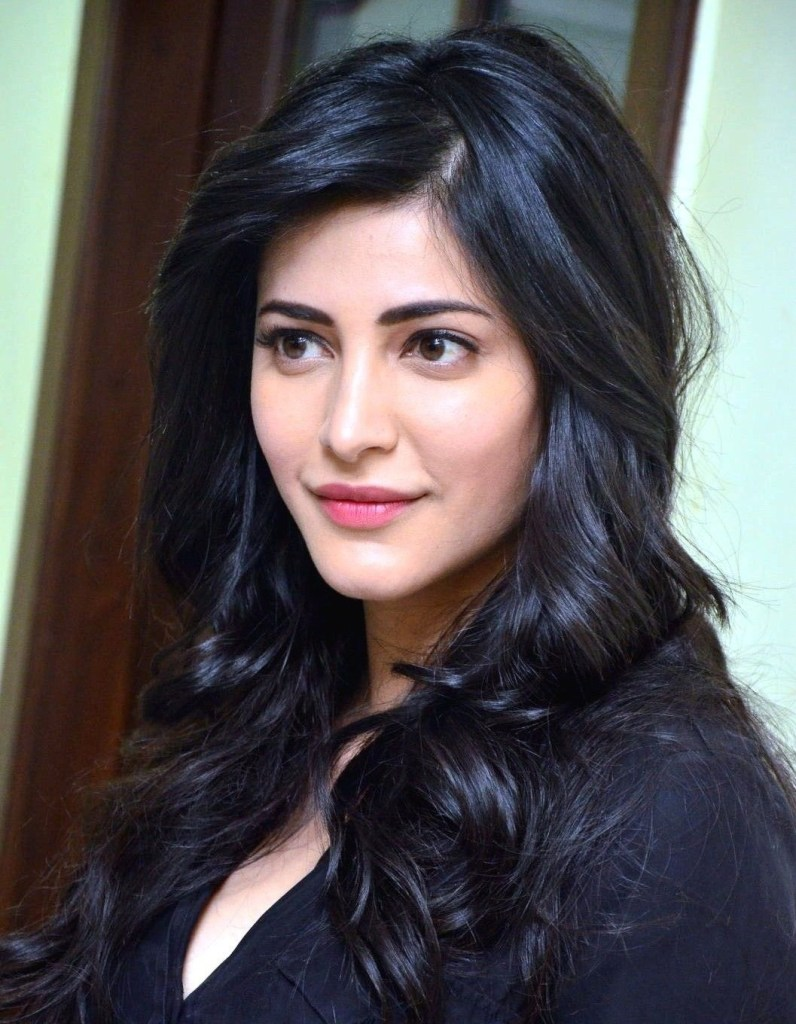 56+ Lovely Photos of Shruti Hassan 48