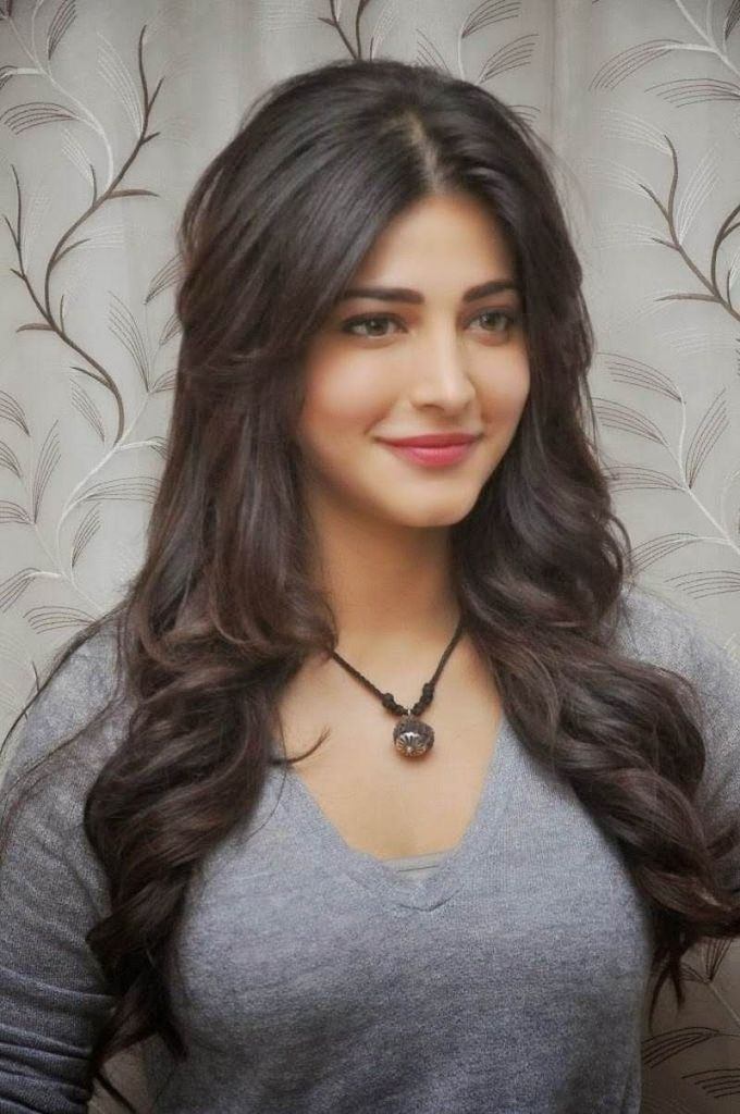 56+ Lovely Photos of Shruti Hassan 53