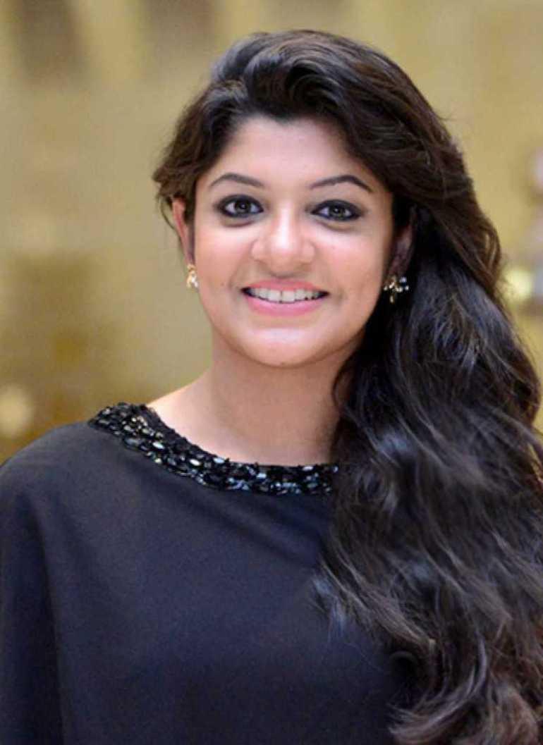53+ Gorgeous Photos of Aparna Balamurali 3