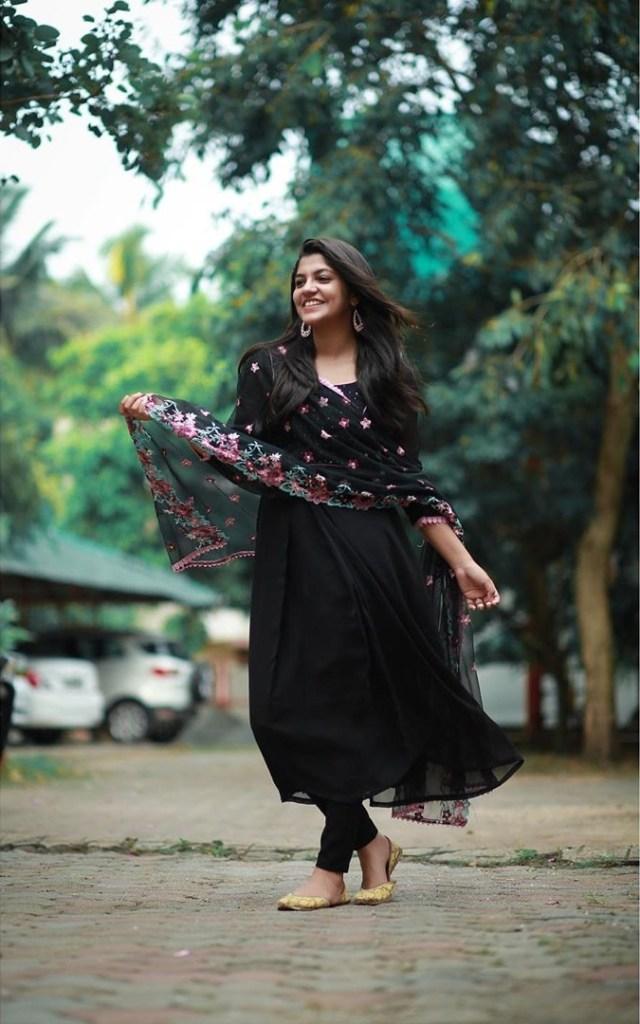 53+ Gorgeous Photos of Aparna Balamurali 23