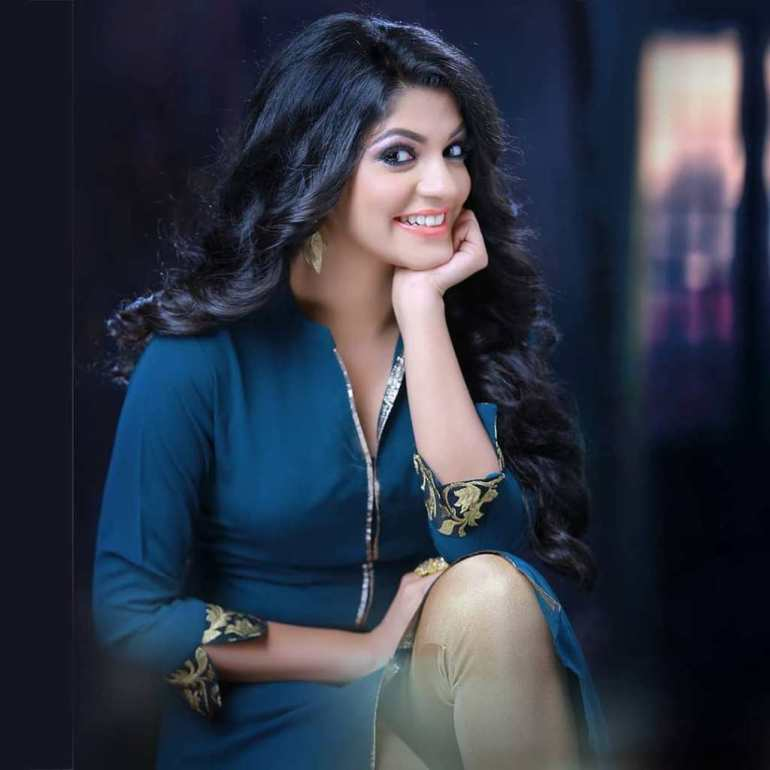 53+ Gorgeous Photos of Aparna Balamurali 112