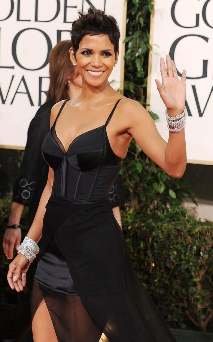 59+ Charming Photos of Halle Berry 17