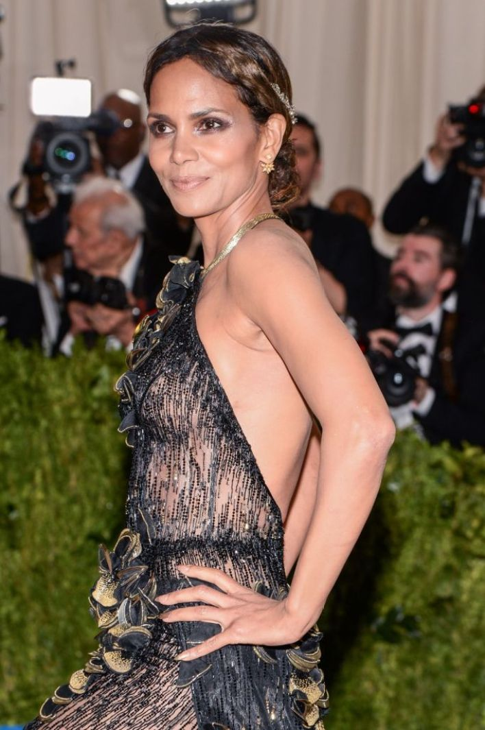 59+ Charming Photos of Halle Berry 3
