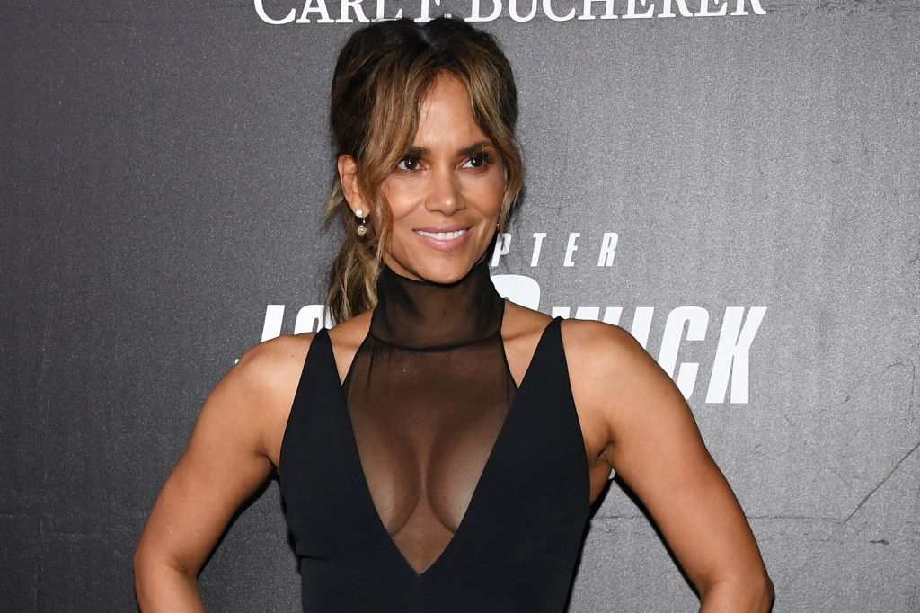 59+ Charming Photos of Halle Berry 32