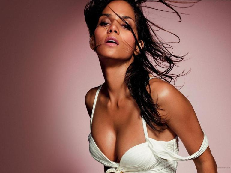 59+ Charming Photos of Halle Berry 135