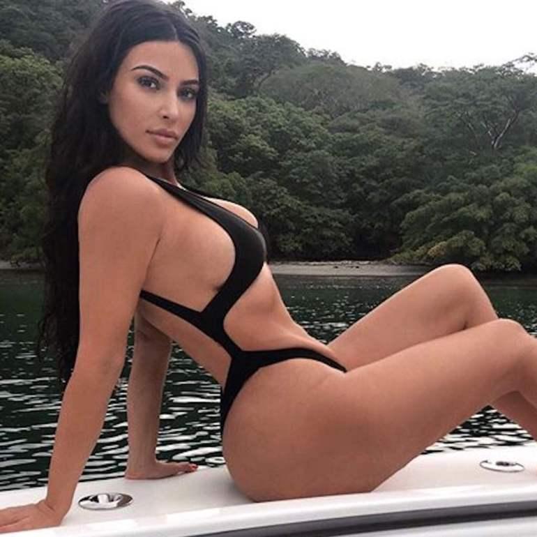 45+ Glamorous Photos of Kim Kardashian 2