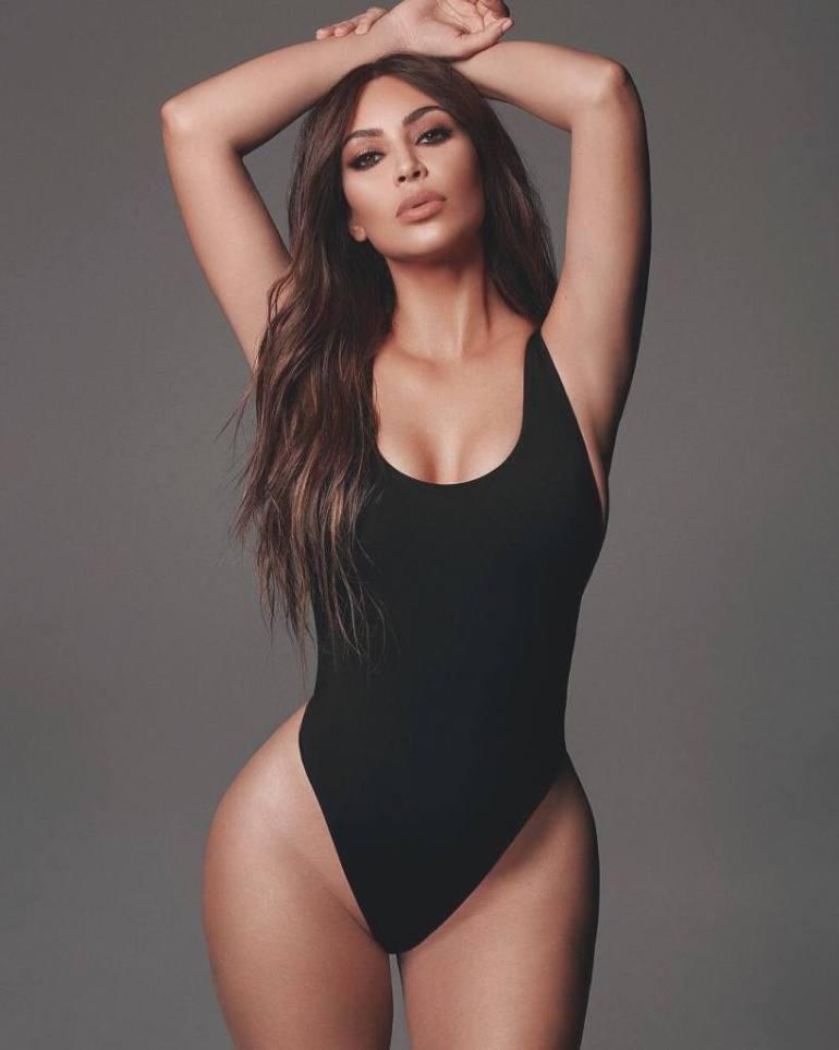 45+ Glamorous Photos of Kim Kardashian 38