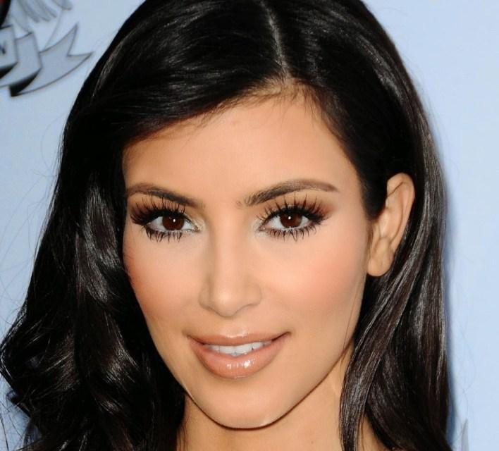 45+ Glamorous Photos of Kim Kardashian 39