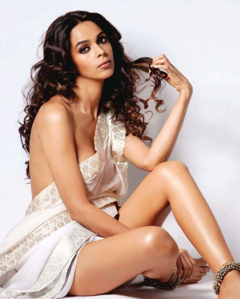 29+ Beautiful Photos of Mallika Sherawat 30