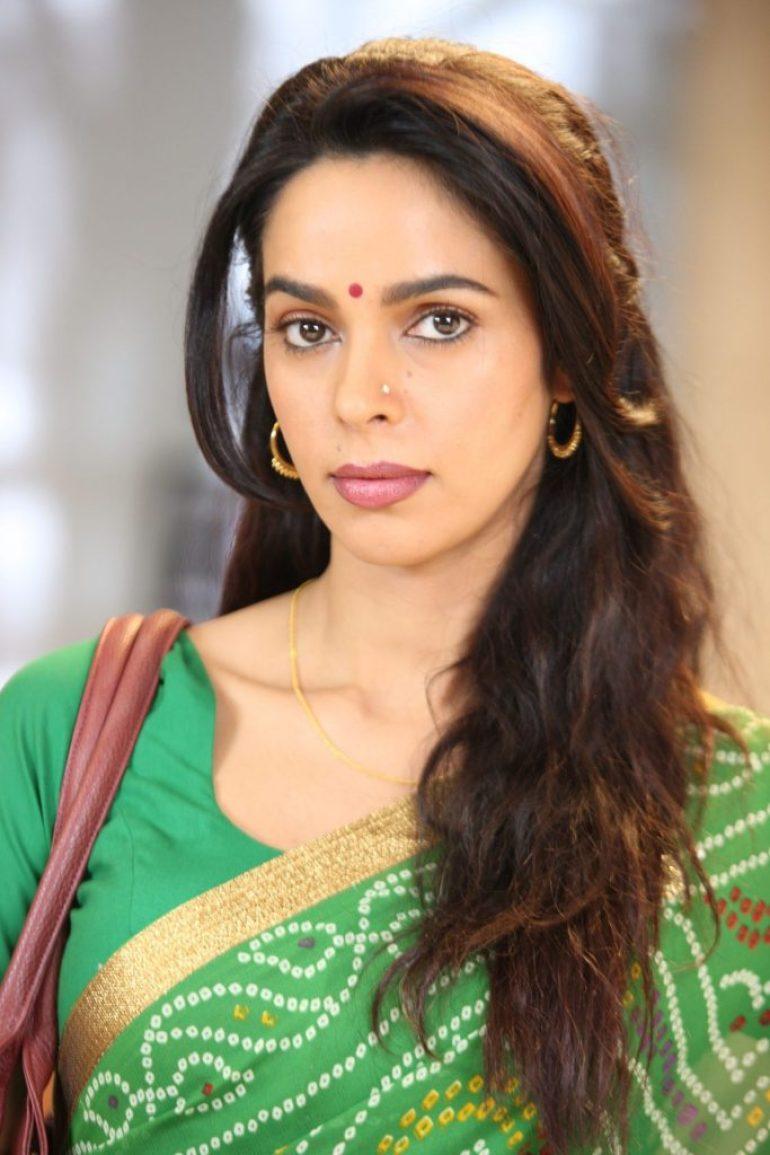 29+ Beautiful Photos of Mallika Sherawat 7