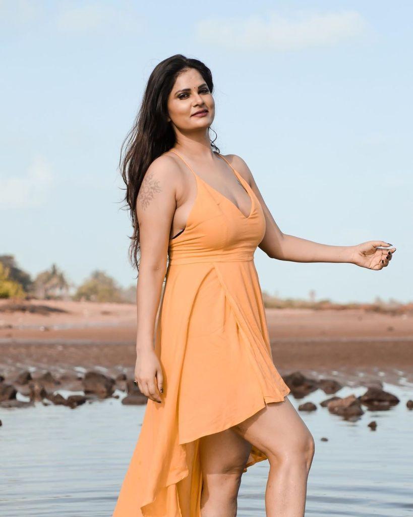 Aabha Paul Wiki, Biography and 57+ Glamorous Photos 22