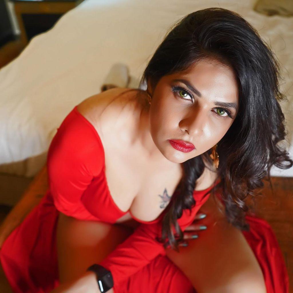 Aabha Paul Wiki, Biography and 57+ Glamorous Photos 33