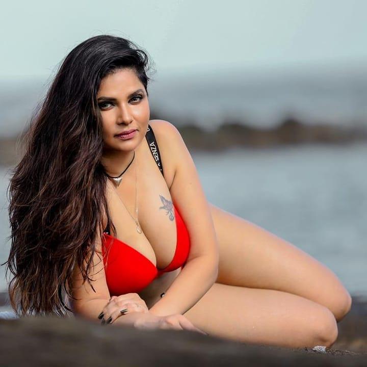 Aabha Paul Wiki, Biography and 57+ Glamorous Photos 10