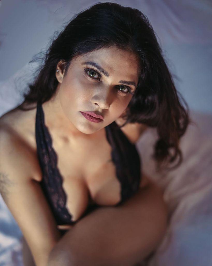 Aabha Paul Wiki, Biography and 57+ Glamorous Photos 11