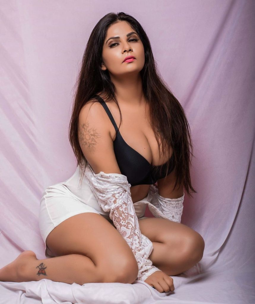 Aabha Paul Wiki, Biography and 57+ Glamorous Photos 13