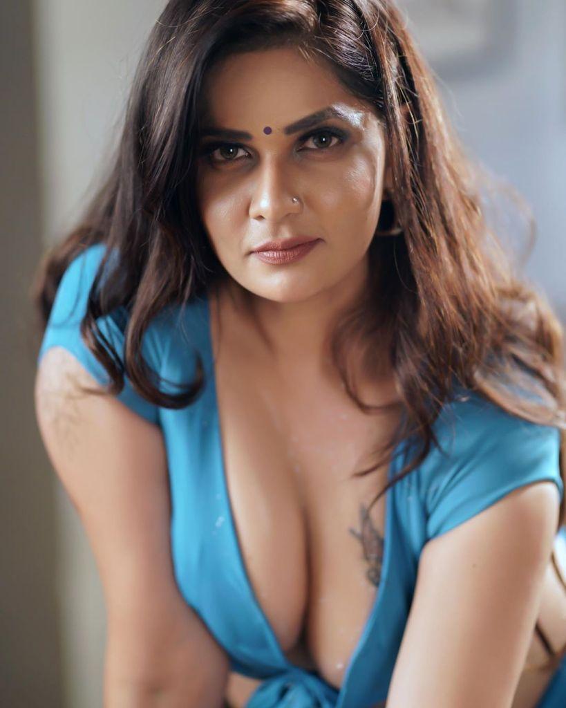 57+ Glamorous Photos of Aabha Paul 3