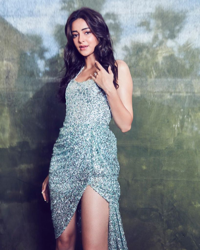 51+ Glamorous Photos of Ananya Panday 16