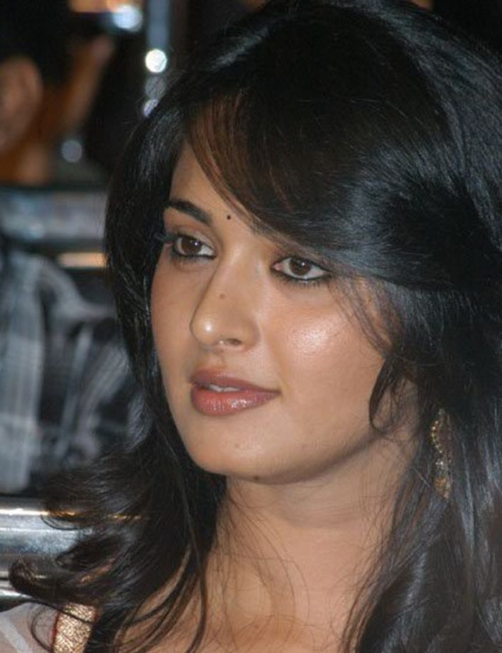 Anushka Shetty Wiki, Biography, Movies, and 126+ Stunning Photos 25