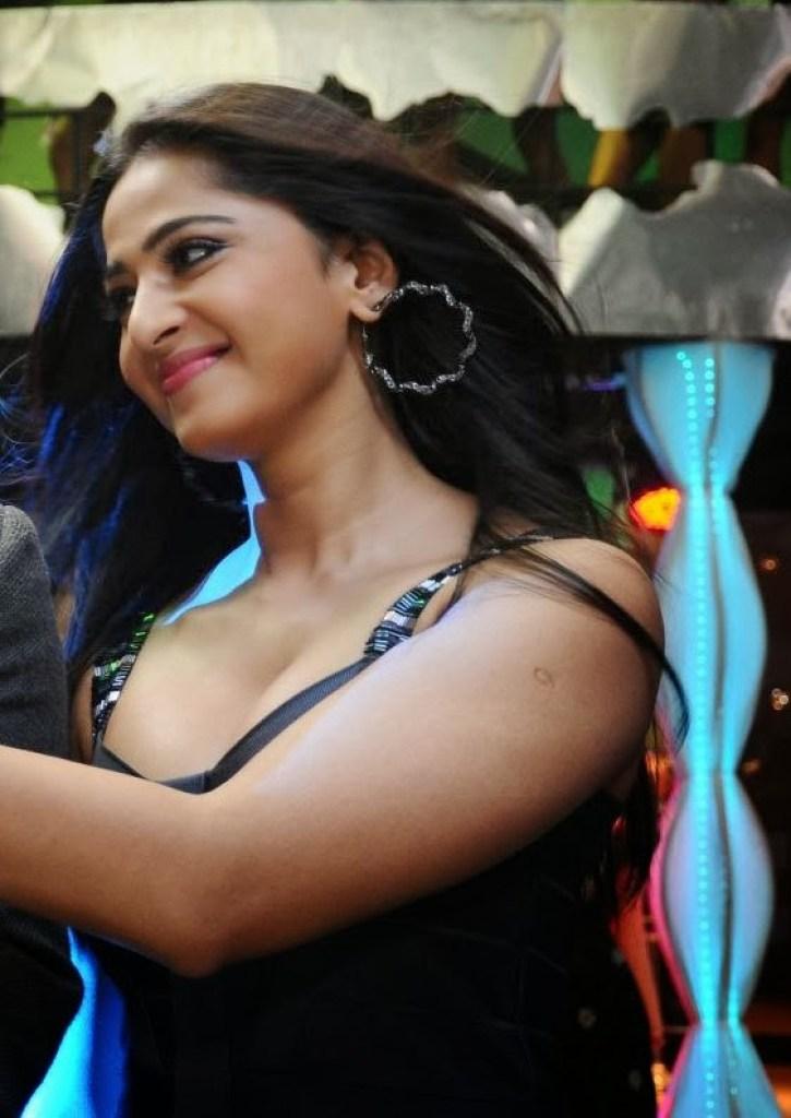 126+ Stunning HD Photos of Anushka Shetty 30