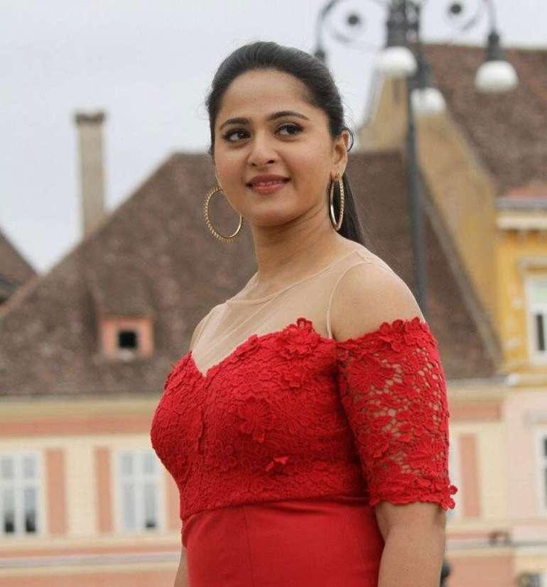 Anushka Shetty Wiki, Biography, Movies, and 126+ Stunning Photos 30