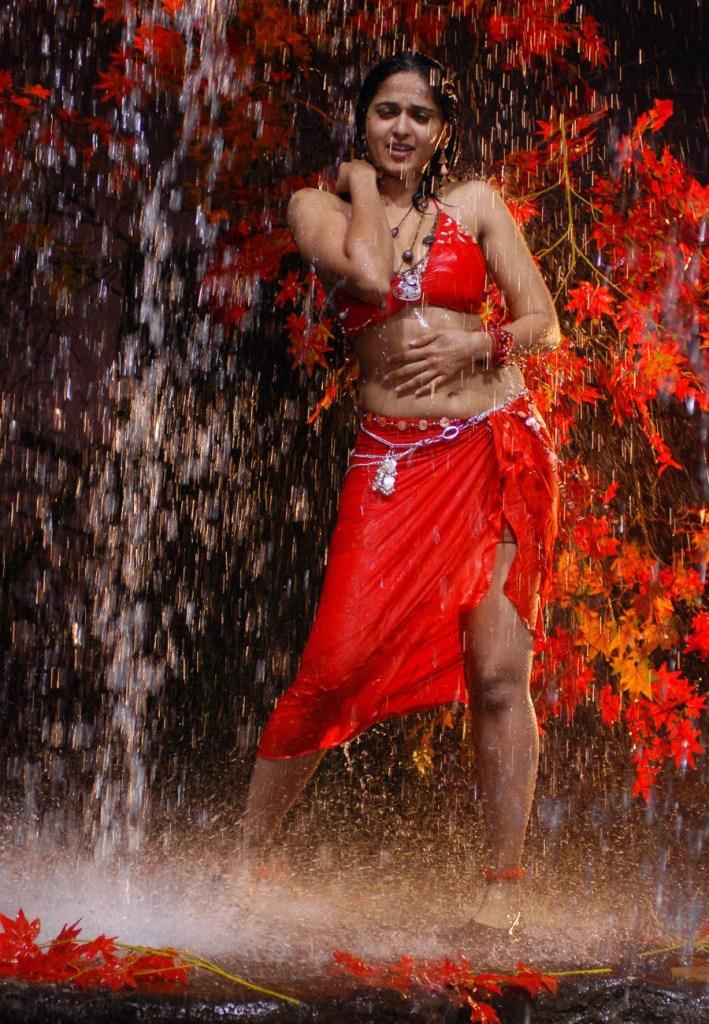 Anushka Shetty Wiki, Biography, Movies, and 126+ Stunning Photos 176