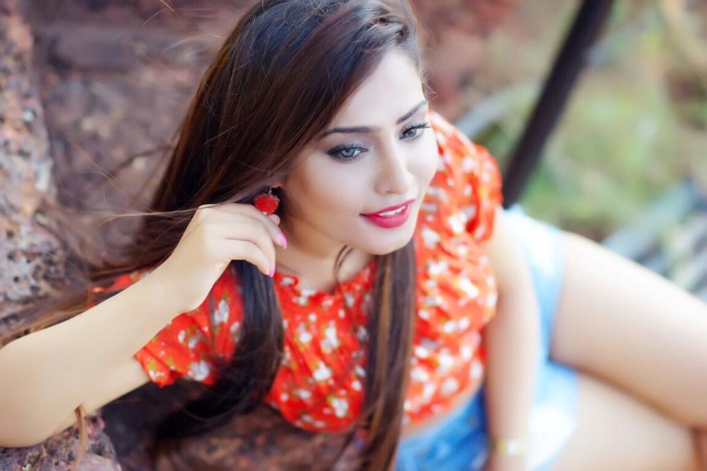 18+ Glamorous Photos of Diya Lamba 95