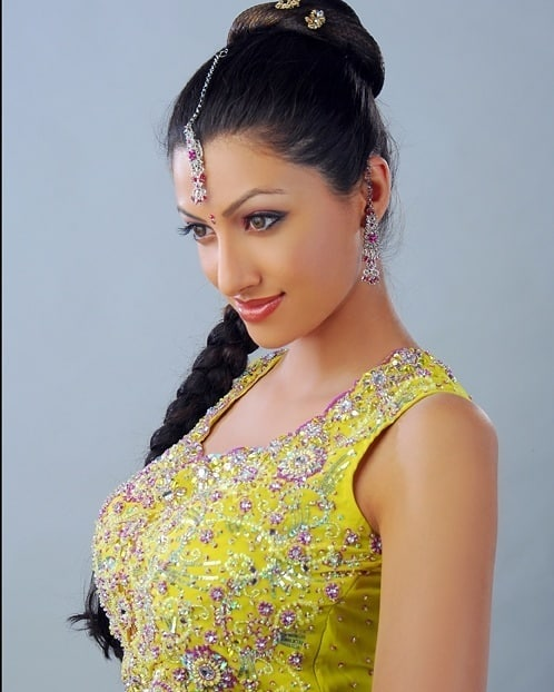 24+ Stunning Photos of Hamsa Nandini 23