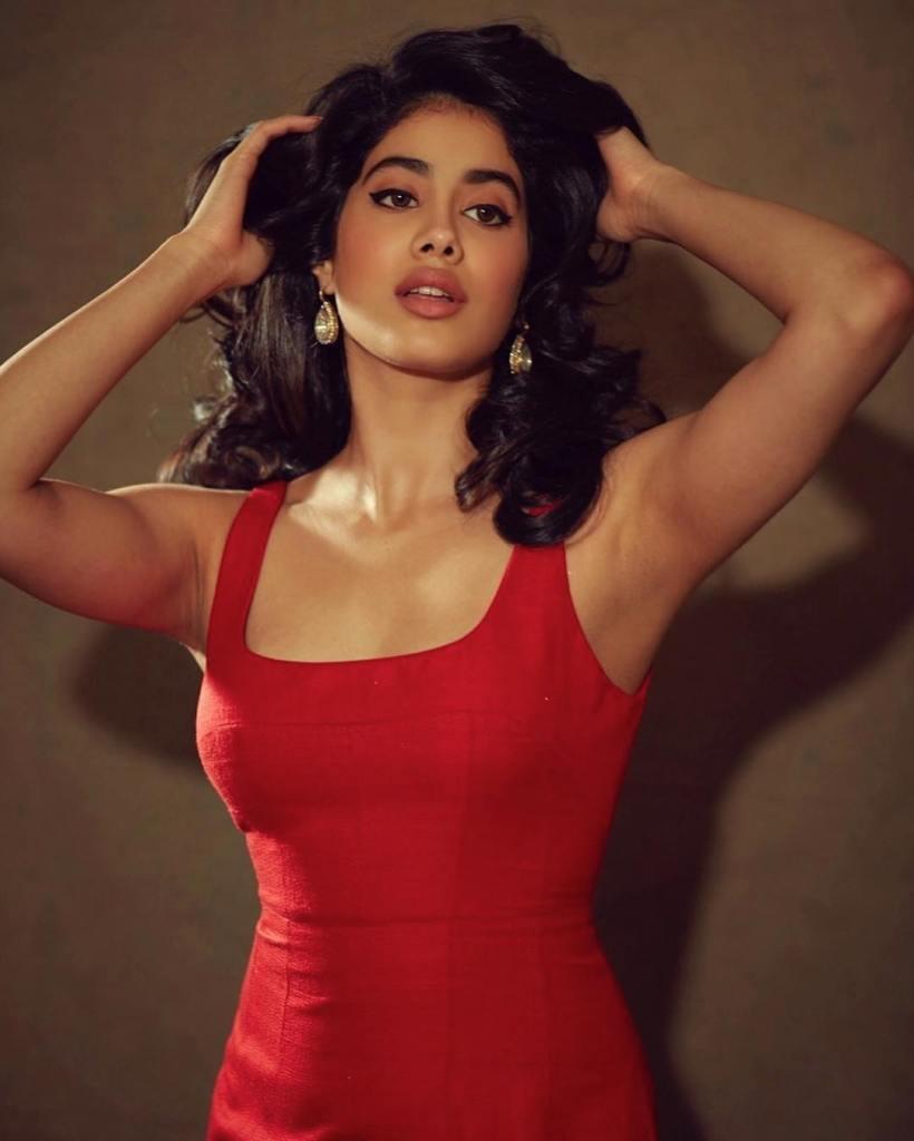 45+ Stunning Photos of Janhvi Kapoor 12