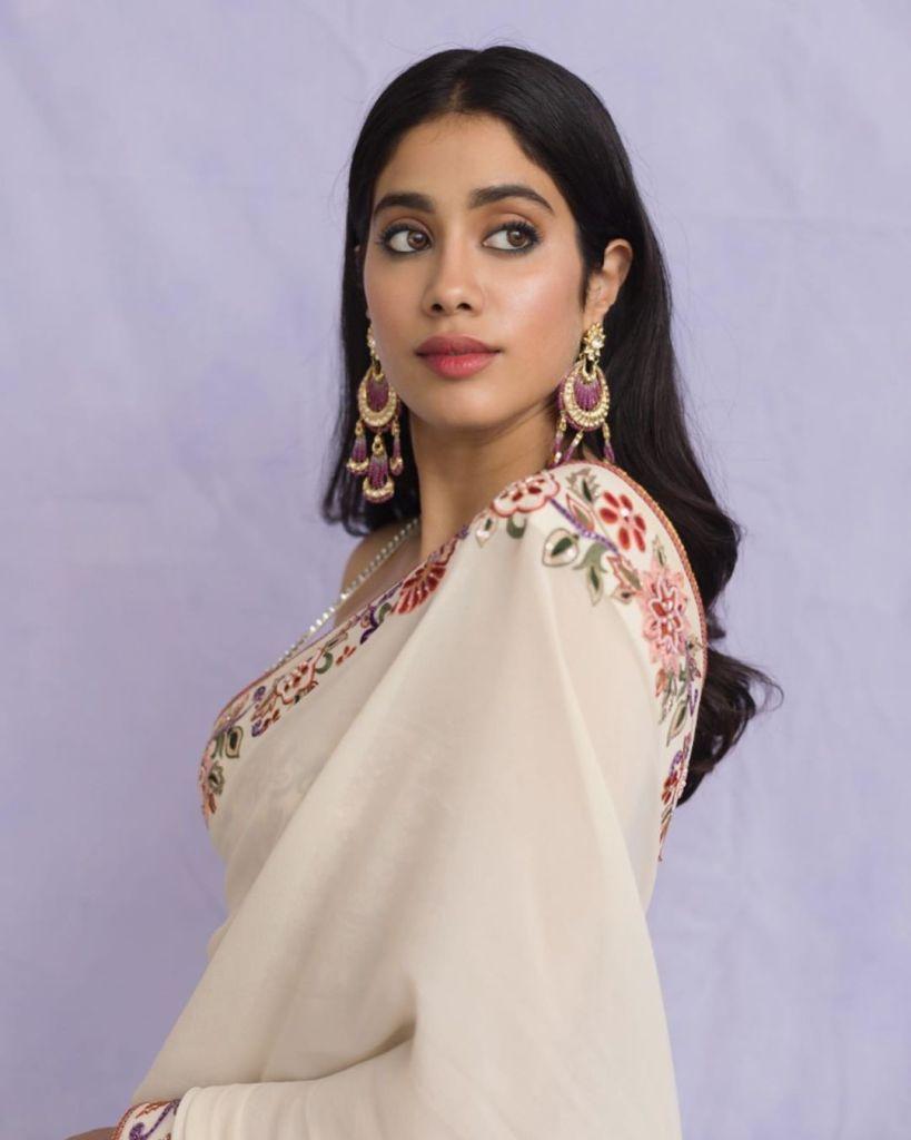 45+ Stunning Photos of Janhvi Kapoor 14