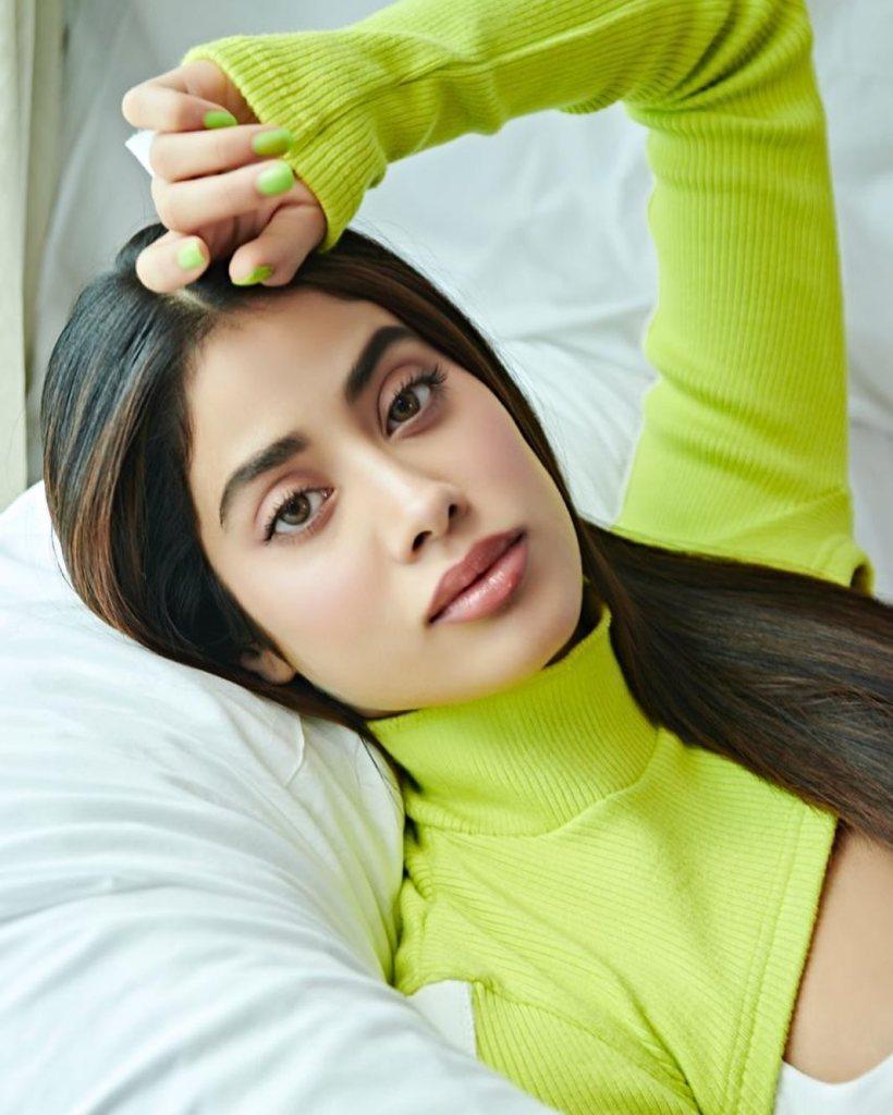 45+ Stunning Photos of Janhvi Kapoor 20