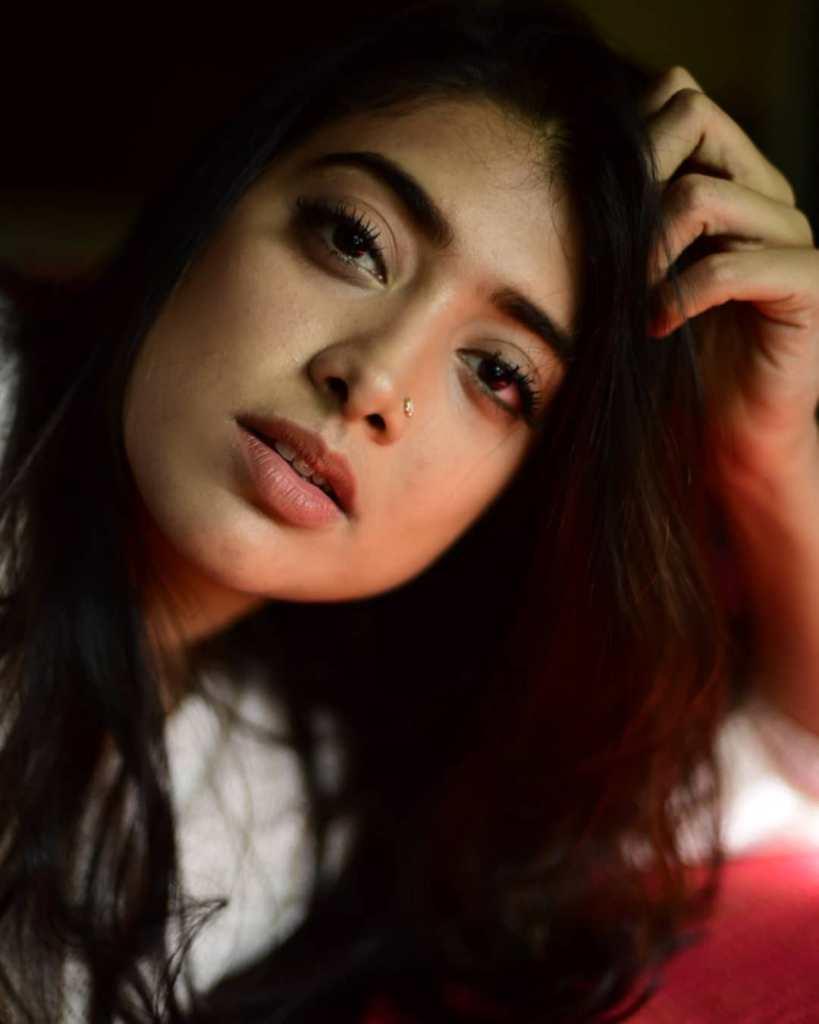 27+ Glamorous Photos of Madhuri Braganza 86