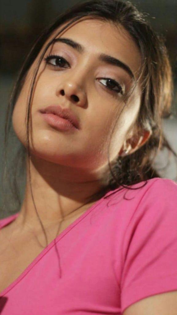 27+ Glamorous Photos of Madhuri Braganza 100