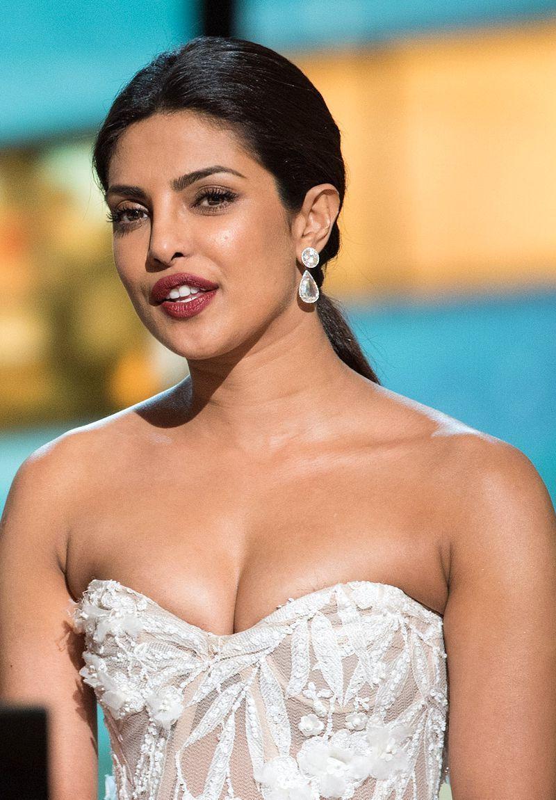 31+ Glamorous Photos Of Priyanka Chopra - Filmi Tamasha