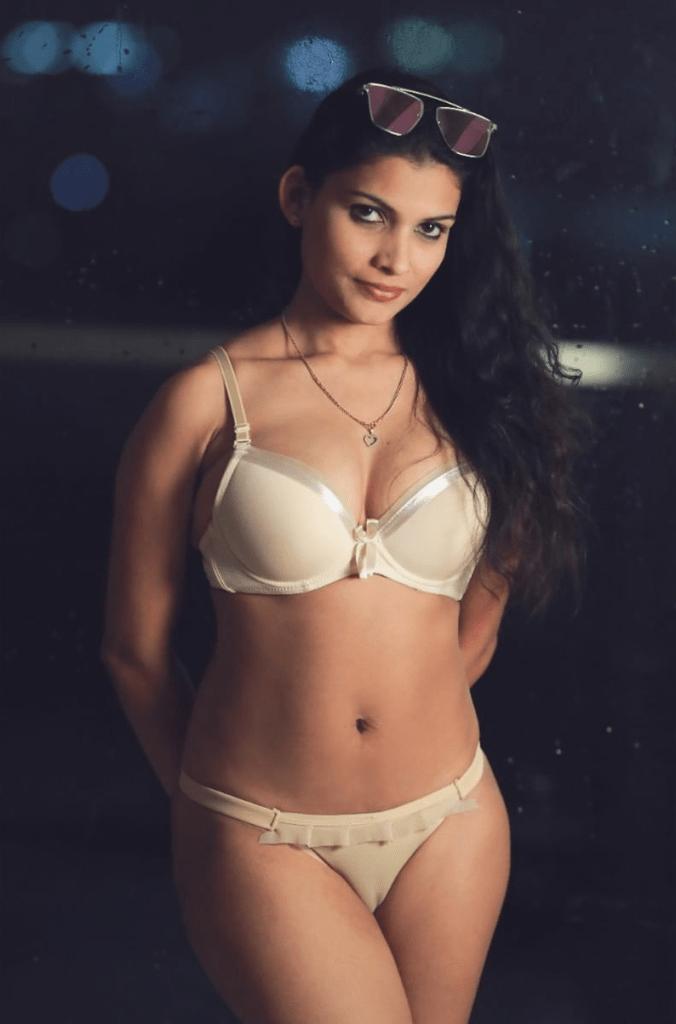 Resmi R Nair 42+ Glamorous Photos, Wiki, Age, and Biography 3