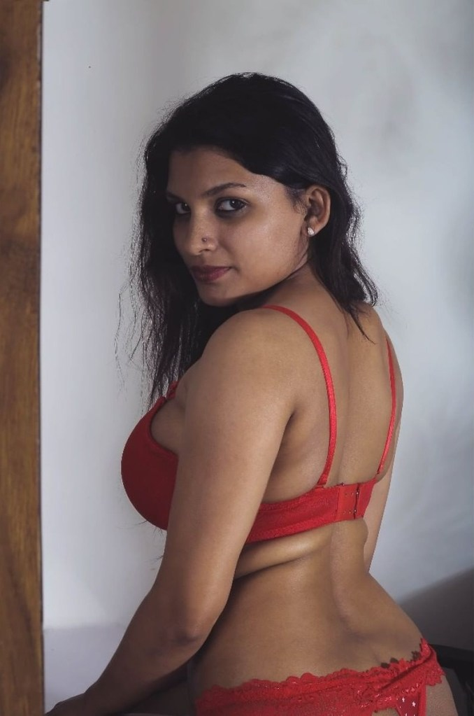 45+ Glamorous Photos of Resmi R Nair 12