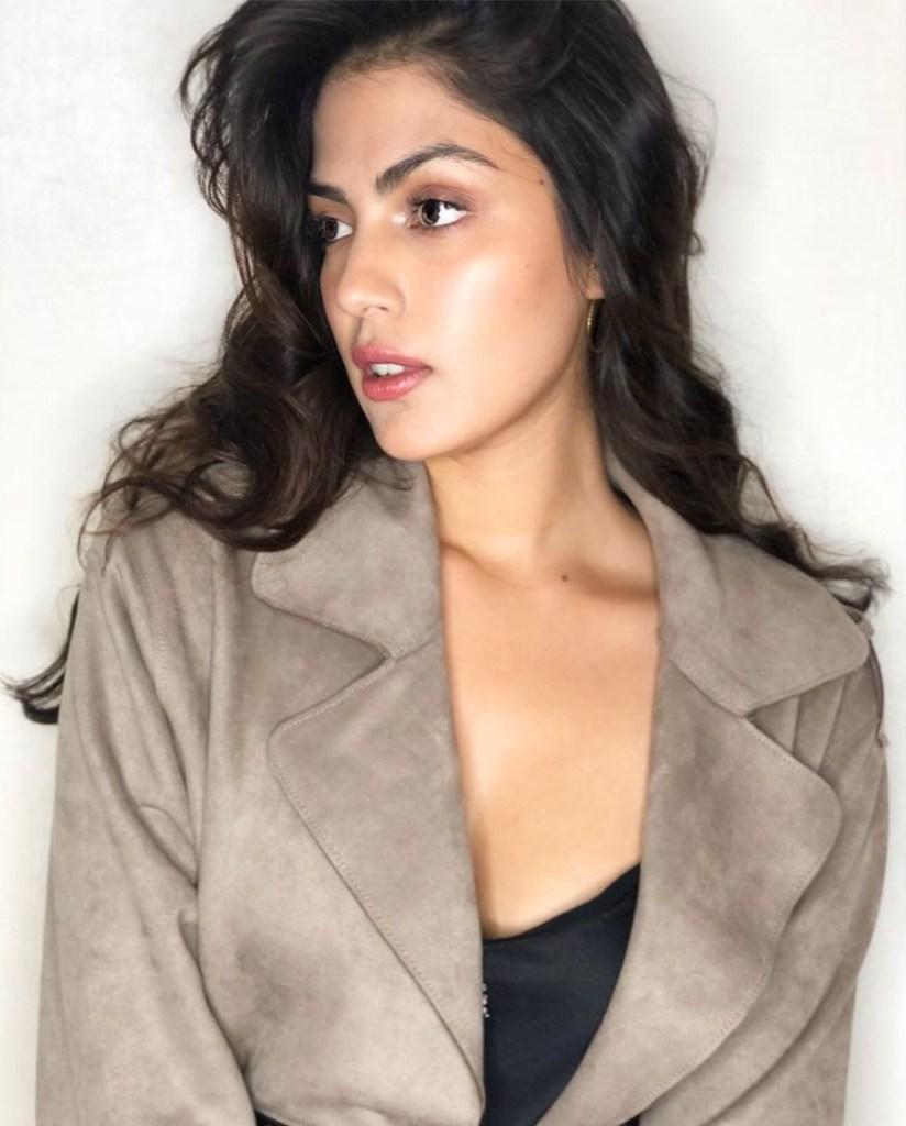 45+ Glamorous Photos of Rhea Chakraborty 23