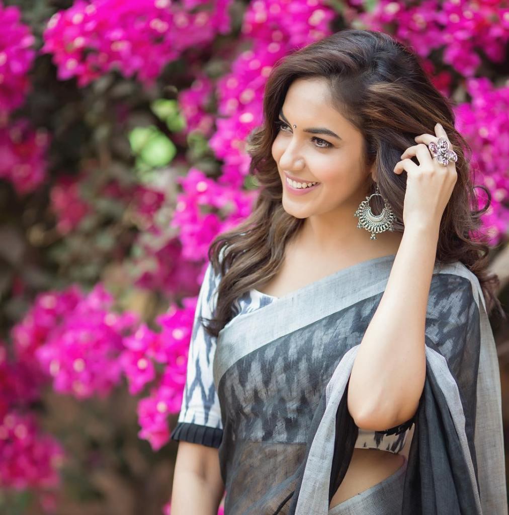 33+ Gorgeous Photos of Ritu Varma 3