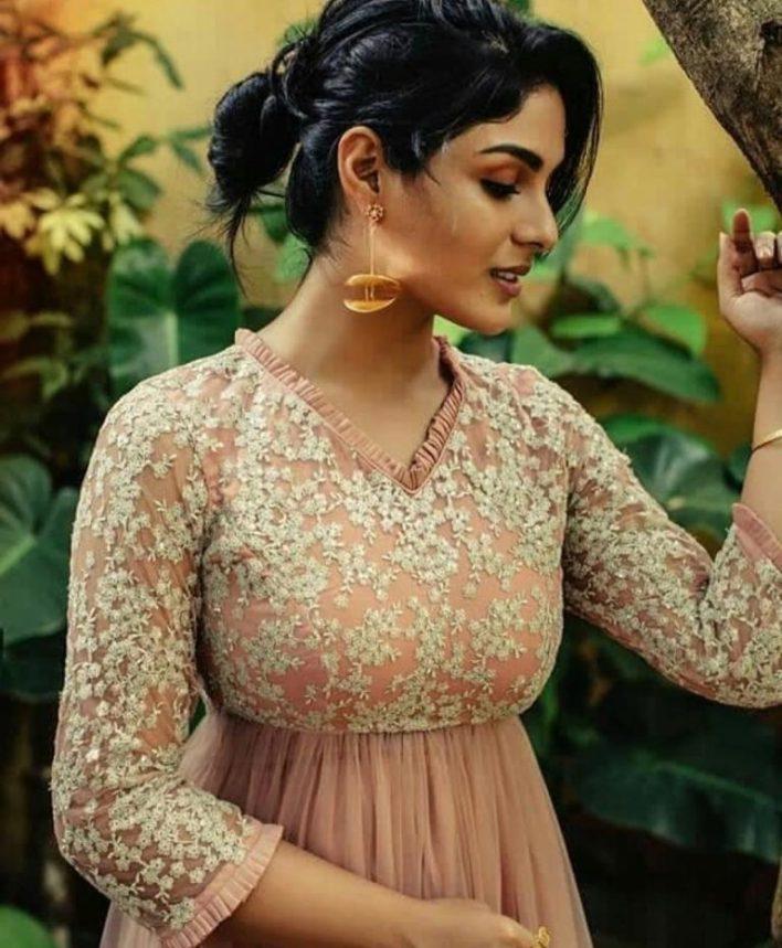 Samyuktha Menon Wiki, Age, Boyfriend, Movies, Family, Biography & Gorgeous Photos 29