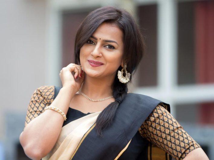 45+ Glamorous Photos of Shraddha Srinath 36