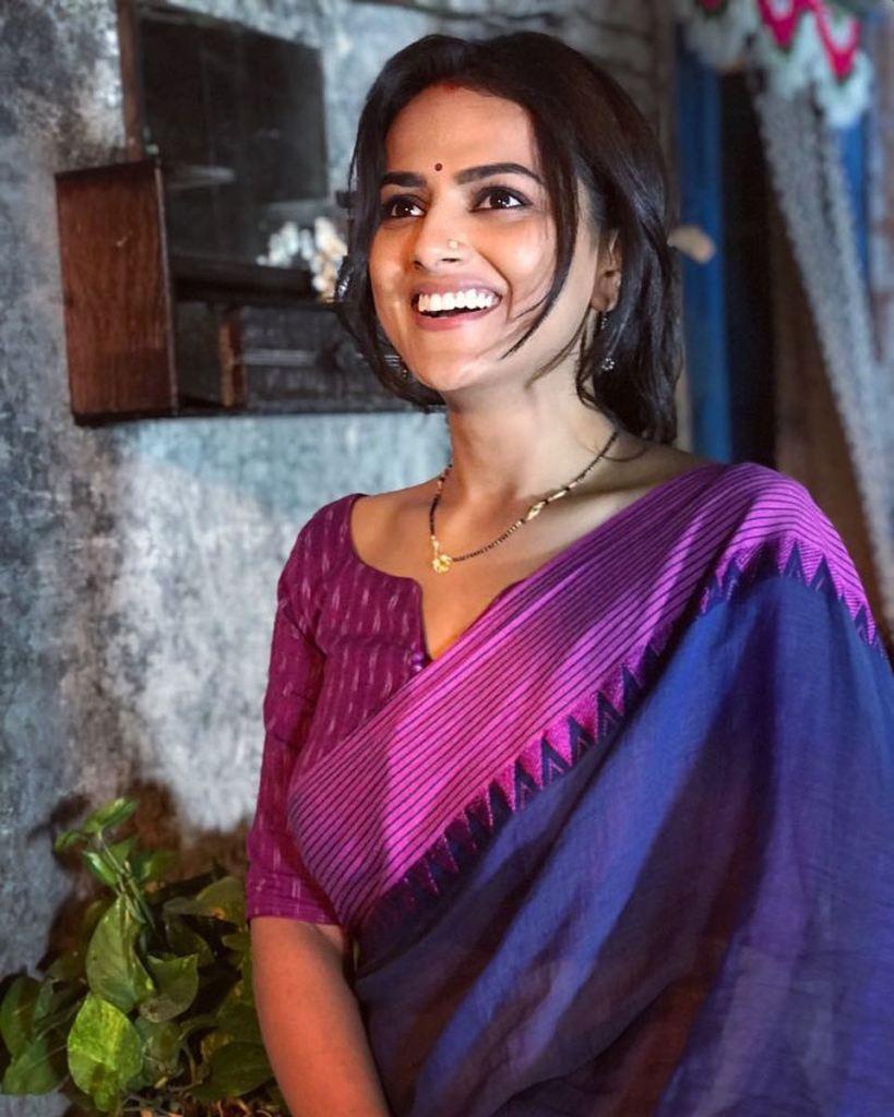 45+ Glamorous Photos of Shraddha Srinath 6