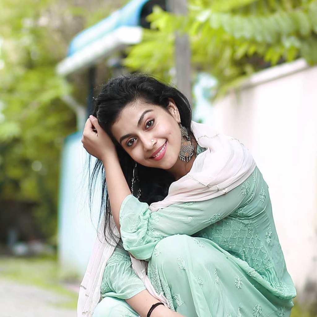 21+ Beautiful Photos of Shruthi Ramachandran 11