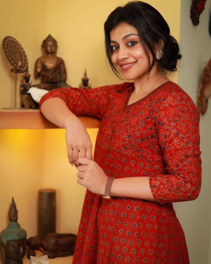 21+ Beautiful Photos of Shruthi Ramachandran 13