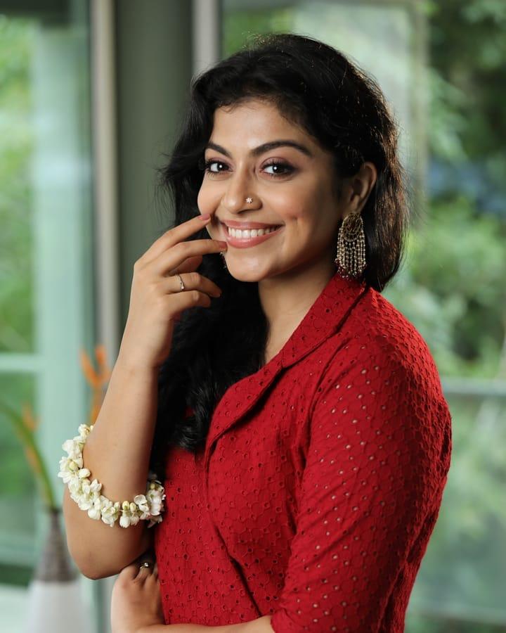 21+ Beautiful Photos of Shruthi Ramachandran 9