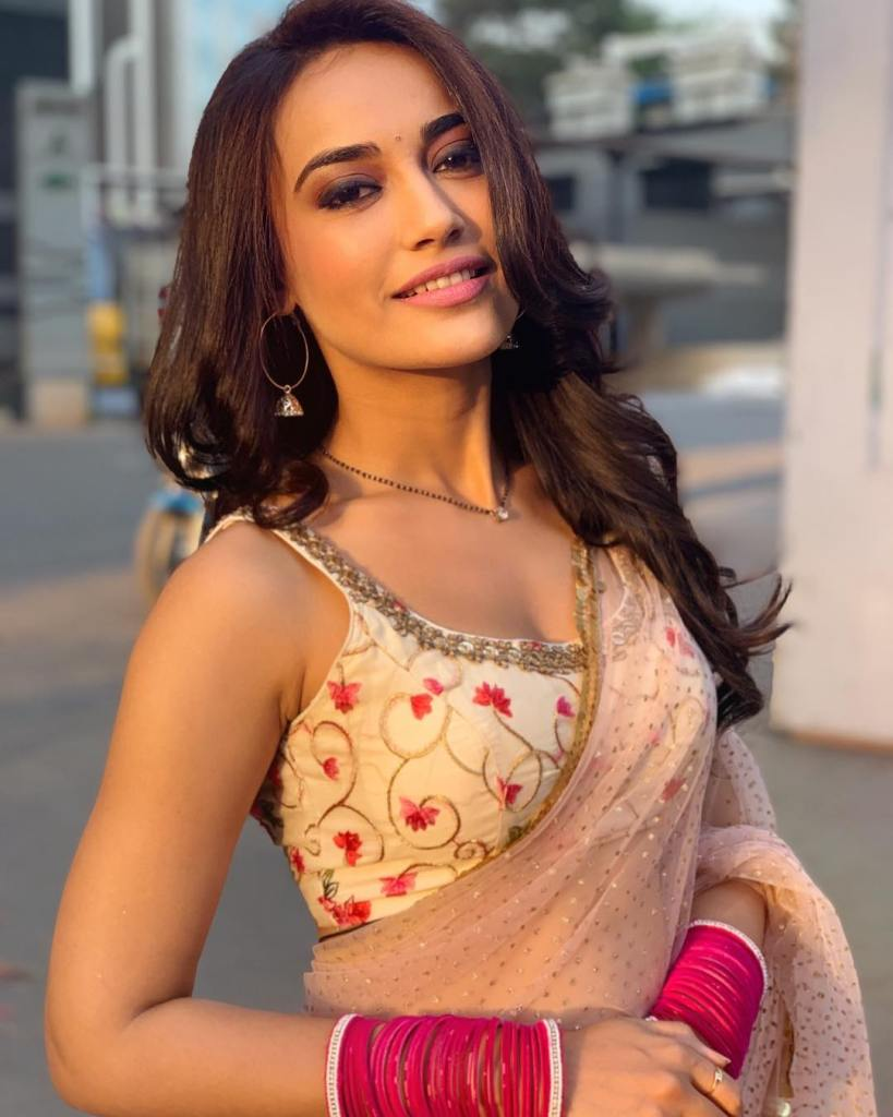 35+ Charming Photos of Surbhi Jyoti 12