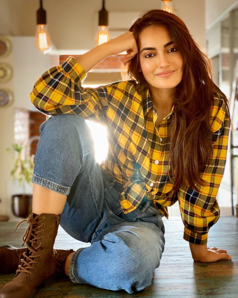 35+ Charming Photos of Surbhi Jyoti 19