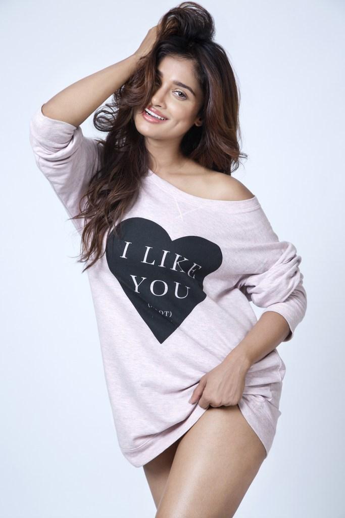 17+ Glamorous Photos of Sushrii Shreya Mishra 10
